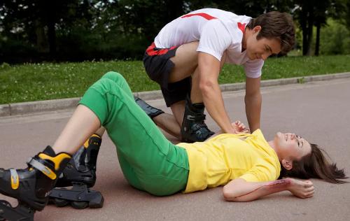 девушка упала и получила травму позвоночника